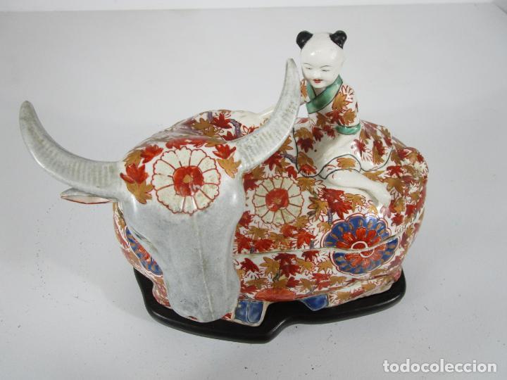 Antigüedades: Espectacular Sopera Imari, Japón - Época Meiji - Loza Policromada -Sello en la Base -Peana en Madera - Foto 22 - 216767866