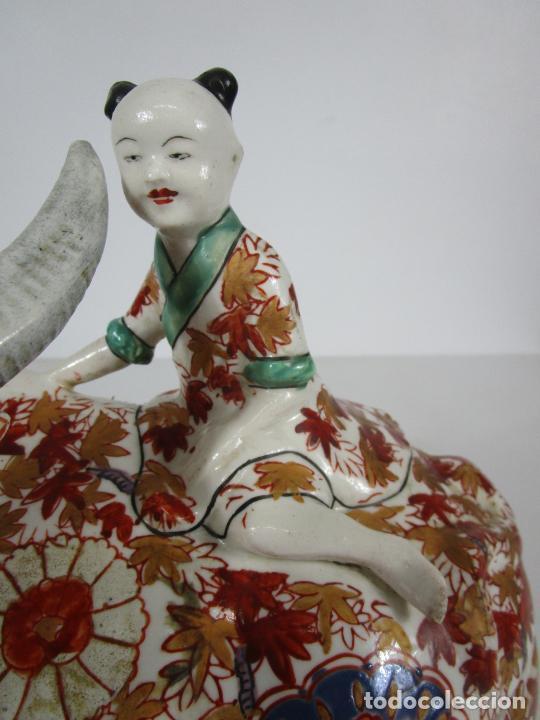 Antigüedades: Espectacular Sopera Imari, Japón - Época Meiji - Loza Policromada -Sello en la Base -Peana en Madera - Foto 23 - 216767866