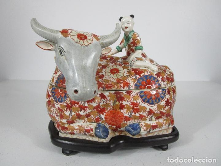 Antigüedades: Espectacular Sopera Imari, Japón - Época Meiji - Loza Policromada -Sello en la Base -Peana en Madera - Foto 25 - 216767866