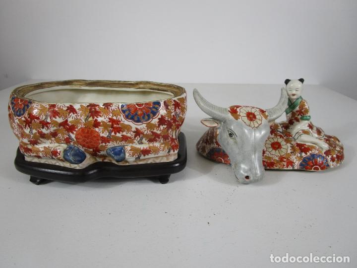 Antigüedades: Espectacular Sopera Imari, Japón - Época Meiji - Loza Policromada -Sello en la Base -Peana en Madera - Foto 26 - 216767866