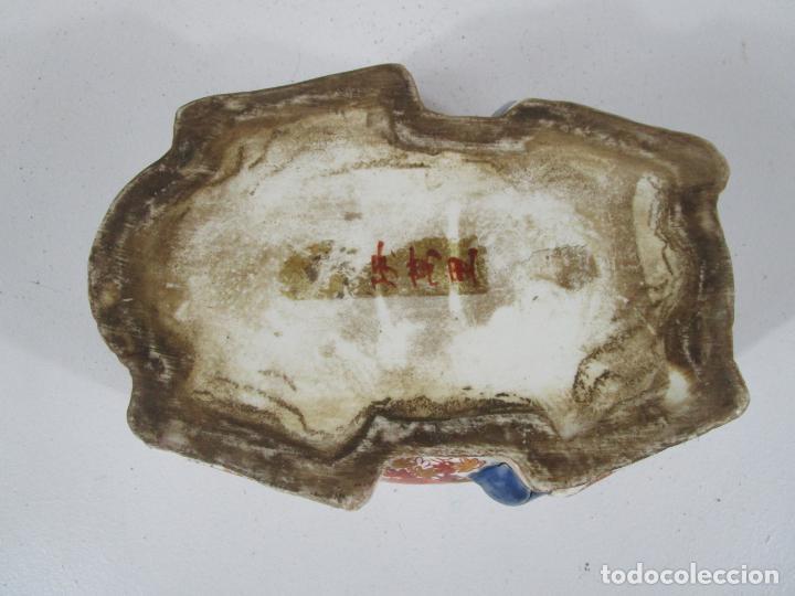 Antigüedades: Espectacular Sopera Imari, Japón - Época Meiji - Loza Policromada -Sello en la Base -Peana en Madera - Foto 30 - 216767866