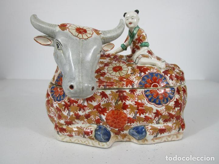 Antigüedades: Espectacular Sopera Imari, Japón - Época Meiji - Loza Policromada -Sello en la Base -Peana en Madera - Foto 32 - 216767866