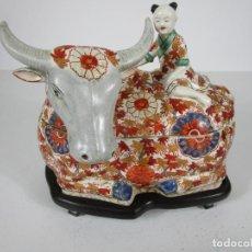 Antigüedades: ESPECTACULAR SOPERA ORIENTAL, JAPÓN - LOZA POLICROMADA - SELLO EN LA BASE - PEANA EN MADERA. Lote 216767866