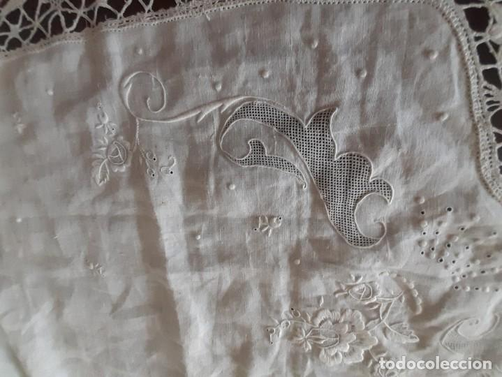 Antigüedades: MUY ANTIGUA Y ESPECTACULAR SÁBANA DE HILO FINO PURO, CON FUNDA BORDADA A MANO CON GRAN ENCAJE. - Foto 10 - 216797840