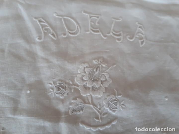 Antigüedades: MUY ANTIGUA Y ESPECTACULAR SÁBANA DE HILO FINO PURO, CON FUNDA BORDADA A MANO CON GRAN ENCAJE. - Foto 18 - 216797840