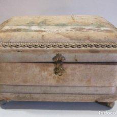 Antigüedades: ANTIGUA CAJA DE SEDA. CON EL SELLO DE MARIANO BARGUÉS. BARCELONA, FINAL DEL SIGLO XIX. 9,5X17X11 CM. Lote 216816937