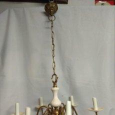 Antigüedades: LAMPARA VINTAGE DORADA CON CERÁMICA BLANCA.. Lote 216829815