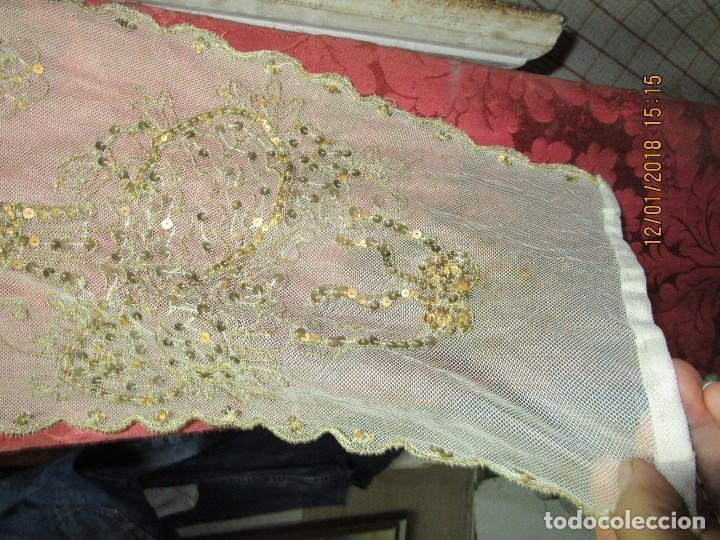 Antigüedades: MUY antiguo palio O PRENDA DE MUJER O VIRGEN bordado con hilos de SEDA Y oro - Foto 2 - 216856861
