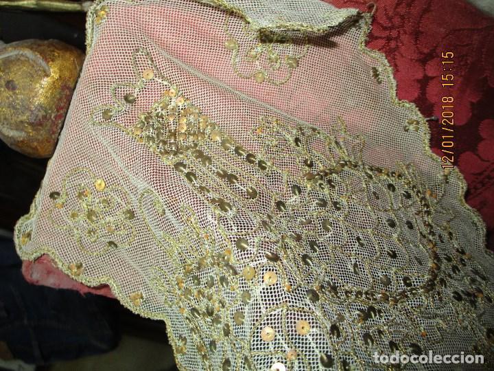 Antigüedades: MUY antiguo palio O PRENDA DE MUJER O VIRGEN bordado con hilos de SEDA Y oro - Foto 4 - 216856861
