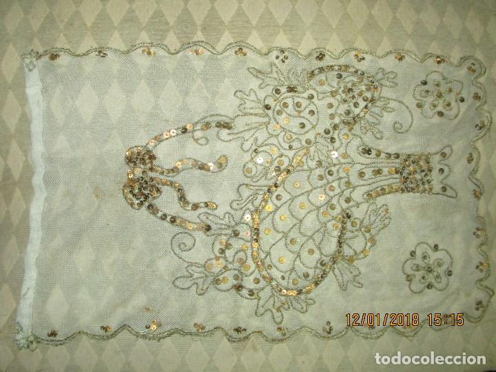 Antigüedades: MUY antiguo palio O PRENDA DE MUJER O VIRGEN bordado con hilos de SEDA Y oro - Foto 5 - 216856861