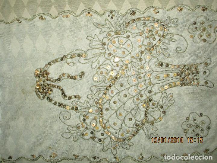 Antigüedades: MUY antiguo palio O PRENDA DE MUJER O VIRGEN bordado con hilos de SEDA Y oro - Foto 6 - 216856861