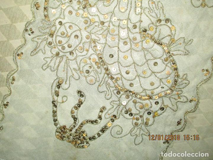 Antigüedades: MUY antiguo palio O PRENDA DE MUJER O VIRGEN bordado con hilos de SEDA Y oro - Foto 7 - 216856861
