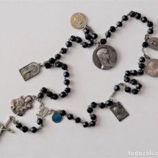 Antigüedades: ROSARIO MUY ANTIGUO DE AZABACHE CON OCHO MEDALLAS DIVERSAS: MONSERRAT, SAN ANTONIO, FÁTIMA,.... Lote 216887672
