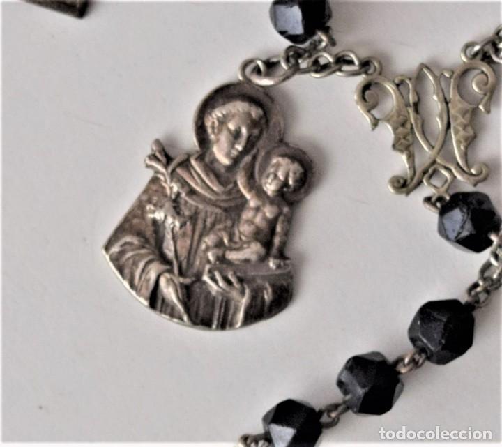 Antigüedades: ROSARIO MUY ANTIGUO DE AZABACHE CON OCHO MEDALLAS DIVERSAS: MONSERRAT, SAN ANTONIO, FÁTIMA,... - Foto 4 - 216887672