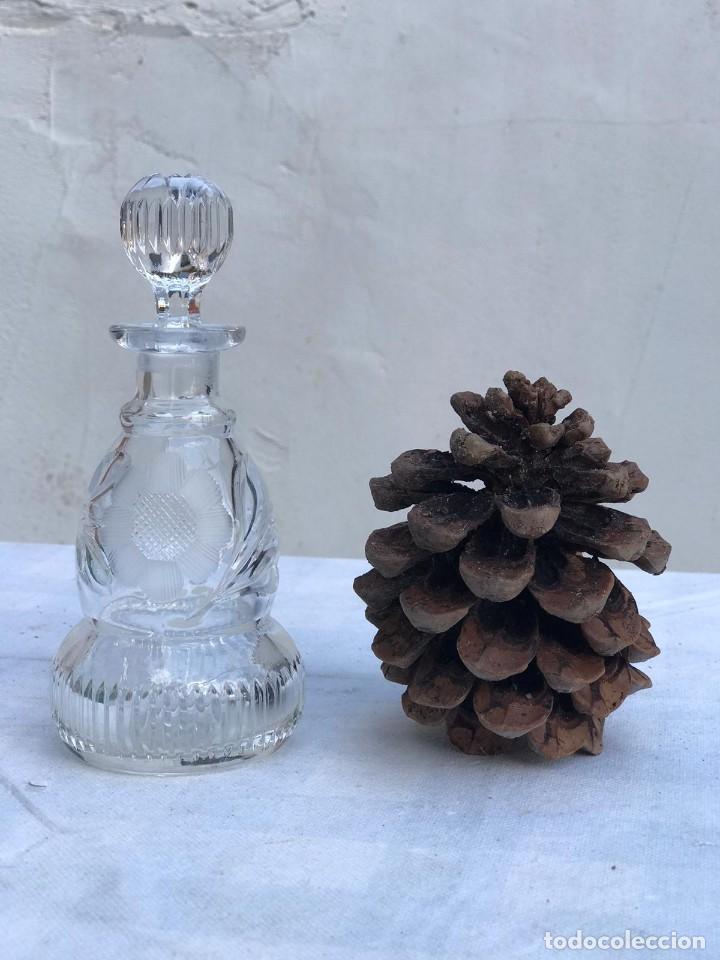 ANTIGUO FRASCO EN CRISTAL TALLADO (Antigüedades - Cristal y Vidrio - Otros)