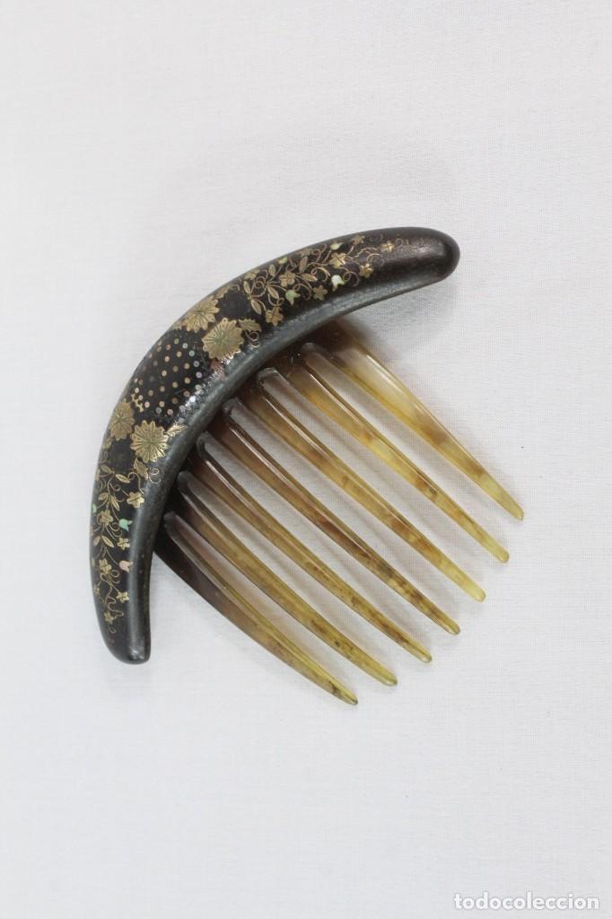 Antigüedades: Peineta de asta con parte superior con taraceado en oro de 10 y madreperla - Foto 3 - 216956786