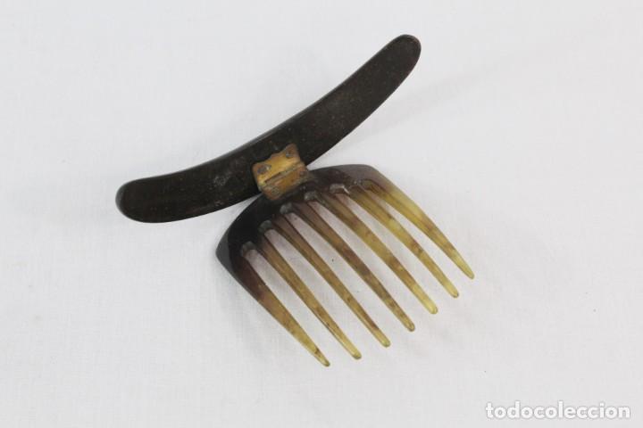 Antigüedades: Peineta de asta con parte superior con taraceado en oro de 10 y madreperla - Foto 5 - 216956786