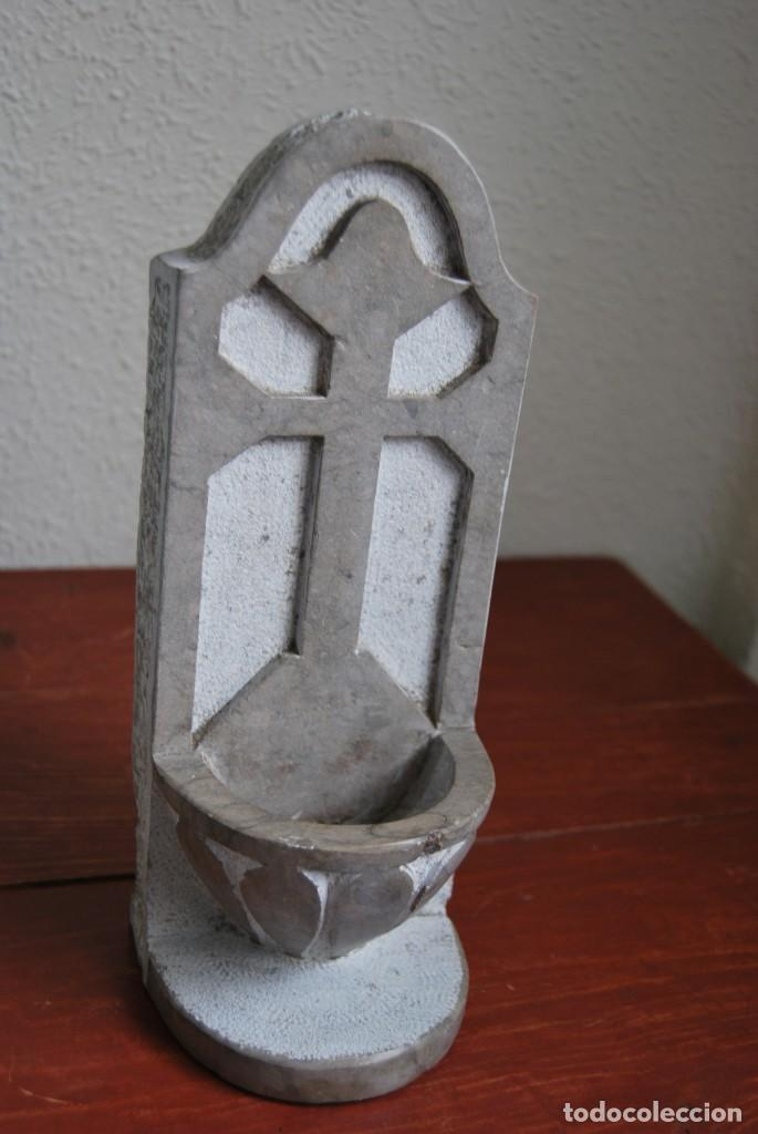 ANTIGUA BENDITERA DE PIEDRA TALLADA (Antigüedades - Religiosas - Benditeras)