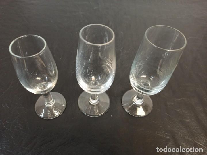 3 COPAS DE FINO DISTINTAS. C22 (Antigüedades - Hogar y Decoración - Copas Antiguas)