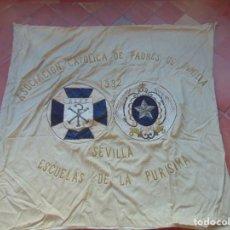 Antigüedades: ESTANDARTE BORDADO ASOCIACIÓN CATÓLICA DE PADRES DE FAMILIA 1932 SEVILLA ESCUELA DE LA PURISIMA. Lote 216986612