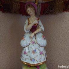 Antigüedades: ANTIGUA LÁMPARA SOBREMESA PIE DE PORCELANA. Lote 216990403