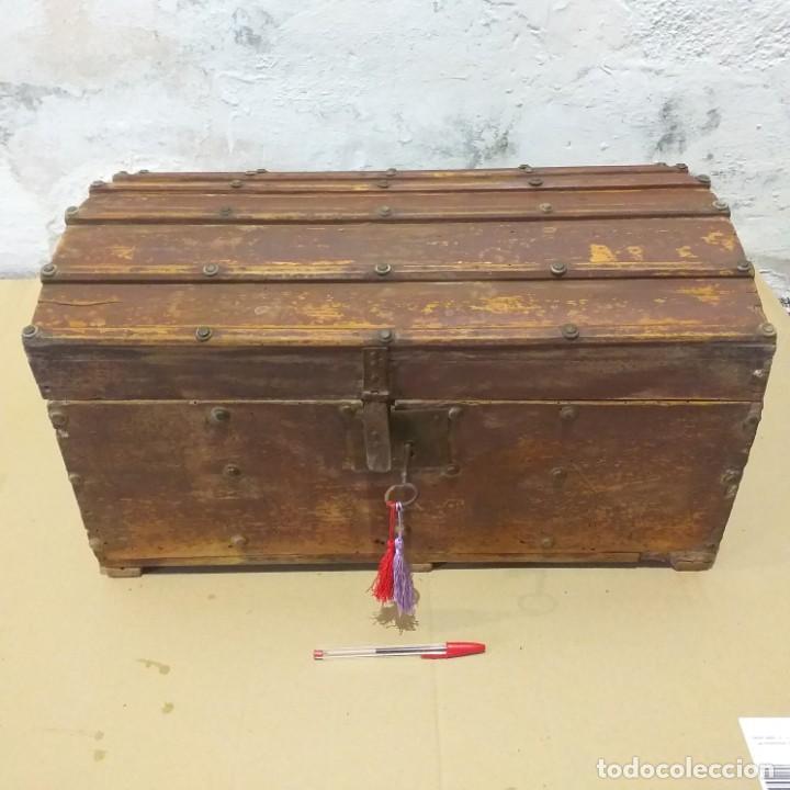 PEQUEÑO BAÚL. FINALES SIGLO XVIII. CON SU LLAVE. (Antigüedades - Muebles Antiguos - Baúles Antiguos)