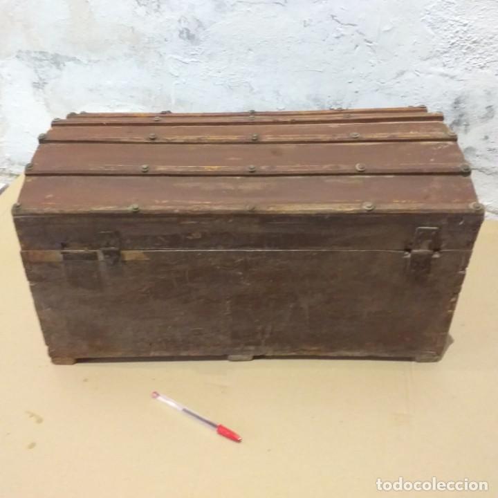 Antigüedades: Pequeño baúl. Finales siglo XVIII. Con su llave. - Foto 4 - 217016418