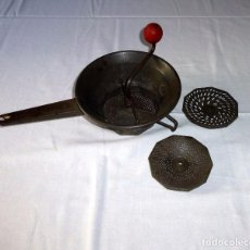 Antigüedades: RALLADOR MOLINILLO DE LEGUMBRES.. Lote 217056053