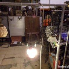 Antigüedades: ANTIGUA LAMPARA DE TECHO CON TULIPA CRISTAL TALLADO Y LAGRIMAS CON CADENA REGULABLE ALTURA. Lote 217073400