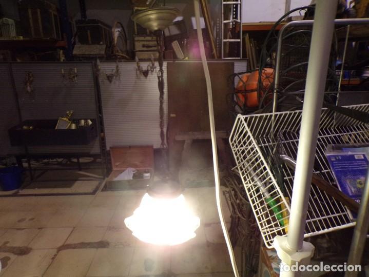 ANTIGUA LAMPARA DE TECHO CON BONITA TULIPA FUNCIONANDO, SE PUEDE ADAPTAR A LA ALTURA SE QUIERA (Antigüedades - Iluminación - Lámparas Antiguas)
