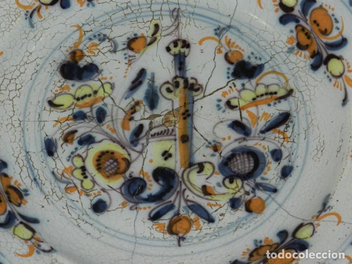 Antigüedades: (M) ANTIGUO PLATO DE TRIANA ( SEVILLA ) S.XVIII POLICROMADO LAÑADO DE EPOCA TEMAS FLORALES - Foto 2 - 217084720