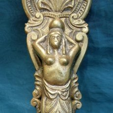 Antigüedades: ANTIGUO Y PRECIOSO TIRADOR - SIRENA CON PECES - BRONCE O LATÓN - APLIQUE - REMATE -. Lote 217180547