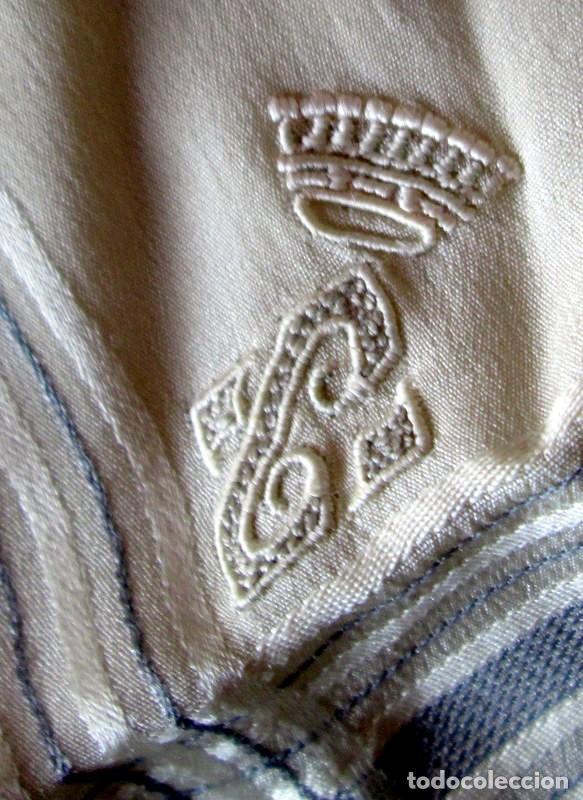 PAÑUELO DE SEDA CON CORONA CONDAL Y C- 37 CM-MUY ANTIGUO (Antigüedades - Moda - Bordados)