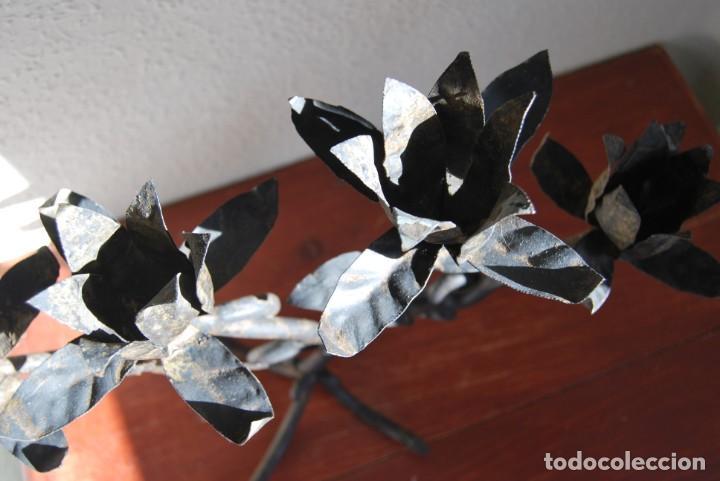 Antigüedades: CANDELABRO DE HIERRO FORJADO - FLORES, HOJAS Y RAMAS - LÁMPARA - AÑOS 40 - Foto 4 - 217206570