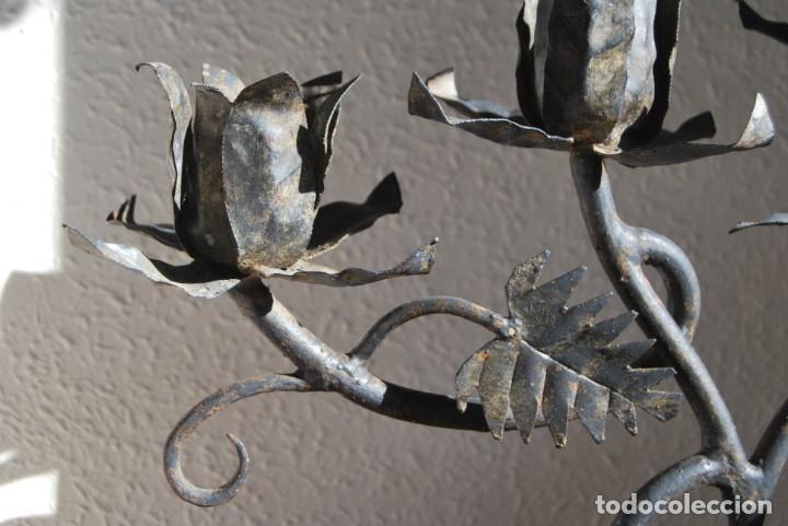 Antigüedades: CANDELABRO DE HIERRO FORJADO - FLORES, HOJAS Y RAMAS - LÁMPARA - AÑOS 40 - Foto 6 - 217206570