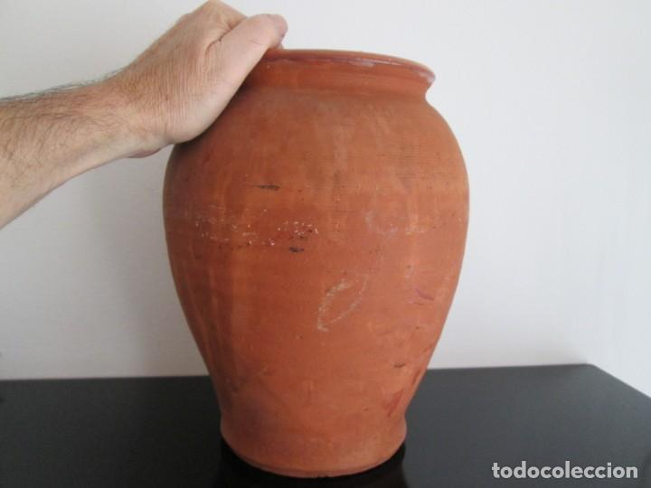 Antigüedades: ORZA DE BARRO COCIDO 29 CENTIMETROS DE ALTO 12 DE BOCA 70 DE DIAMETRO - Foto 2 - 217216177