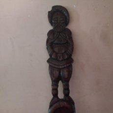 Antigüedades: PRECIOSA Y ANTIGUA CUCHARA CON TALLA DE LA IMAGEN DE SANCHO PANZA DE CERVANTES. GR. Lote 217231643