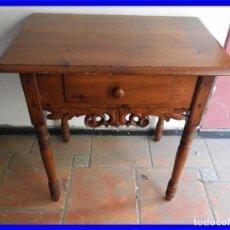 Antiquités: MESA TOCINERA DE MADERA DE PINO CON BONITO FALDON. Lote 226282825
