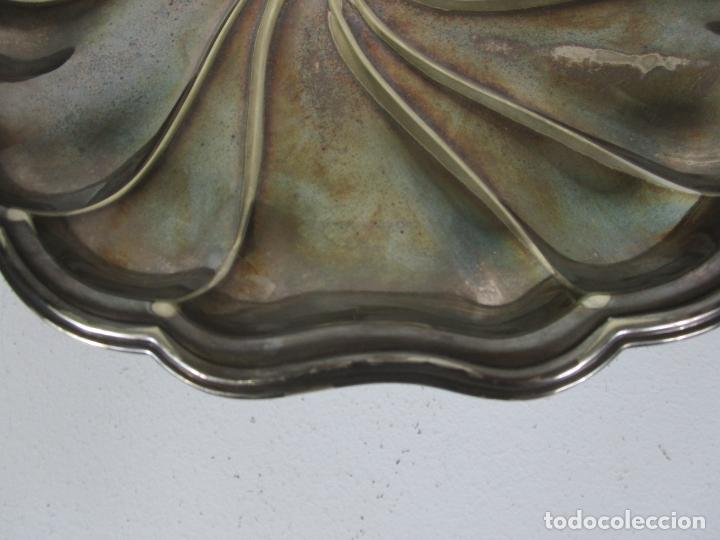 Antigüedades: Decorativa Pareja de Bandejas Plateadas - Baño de Plata - Diámetro - 38 cm - Foto 8 - 217245275