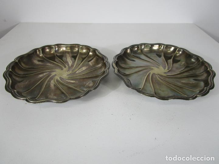 Antigüedades: Decorativa Pareja de Bandejas Plateadas - Baño de Plata - Diámetro - 38 cm - Foto 13 - 217245275
