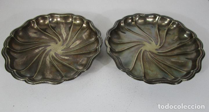 DECORATIVA PAREJA DE BANDEJAS PLATEADAS - BAÑO DE PLATA - DIÁMETRO - 38 CM (Antigüedades - Platería - Bañado en Plata Antiguo)
