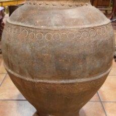 Antigüedades: TINAJA BARRO ANTIGUA DE VINO S XIX CALANDA SE UTILIZABA PARA LA CONSERVACIÓN DEL VINO.. Lote 217269638