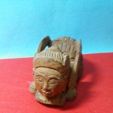 Antigüedades: TALLA DE MADERA ORIENTAL TALLADA EN FORMA DE ARAÑA CON CABEZA DE MUJER. Lote 217290200