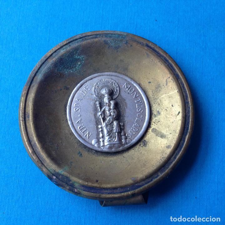 MEDALLA ANTIGUA CON BASE,VIRGEN DE MONTESCLAROS.CANTABRIA (Antigüedades - Religiosas - Medallas Antiguas)