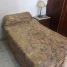 Antigüedades: ANTIGUA Y PRECIOSA COLCHA DE SEDA BORDADA - CAMA DE MATRIMONIO. Lote 217323441