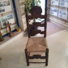 Antiquités: BONITA SILLA MADERA TALLADA CON ASIENTO ENEA. Lote 217359201