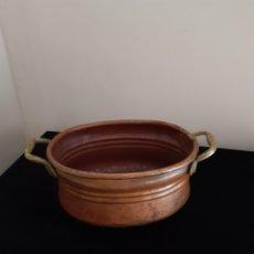 Antigüedades: ANTIGUO CAZO DE COBRE CON ASAS DE BRONCE. Lote 217377475