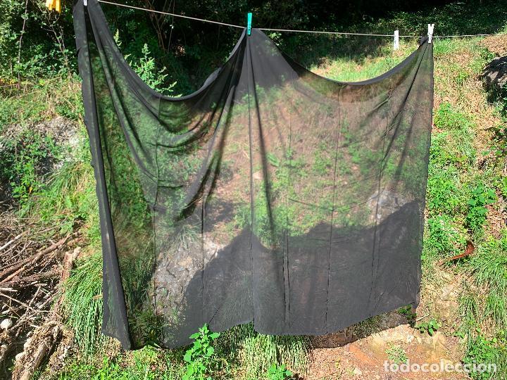 Antigüedades: Impecable antiguo velo , manton o mantilla de duelo. Mide aprox 2x1mt - Foto 2 - 217413596