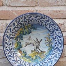 Antigüedades: 3 ) PLATO EN CERAMICA DE TALAVERA ( TOLEDO ) - PINTOR Y ACUARELISTA : CARLOS GARRIDO SOBRINO.. Lote 217438677
