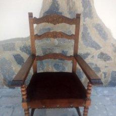 Antigüedades: ANTIGUO SILLON BUTACON DE MADERA NOBLE TALLADA,TAPIZADO ATERCIOPELADO MARRON.. Lote 217482346